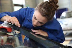 El parabrisas el es cristal más importante para el conductor.